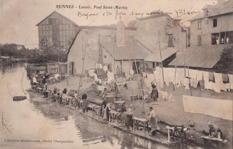 Lavandières sur le petit bras de l'Ille près du pont Saint-Martin en 1905