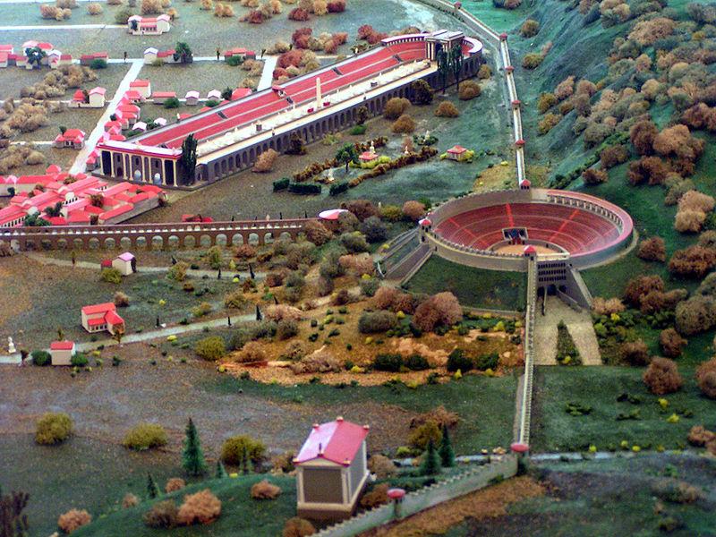 800px-amphitheater_trier_und_circus