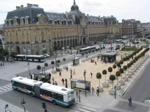 Pont Jean Jaurès - sur les abris bus il est marqué République