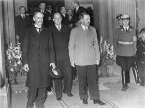 Neuville Chamberlain et hitler en 1938