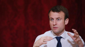 Macron 03